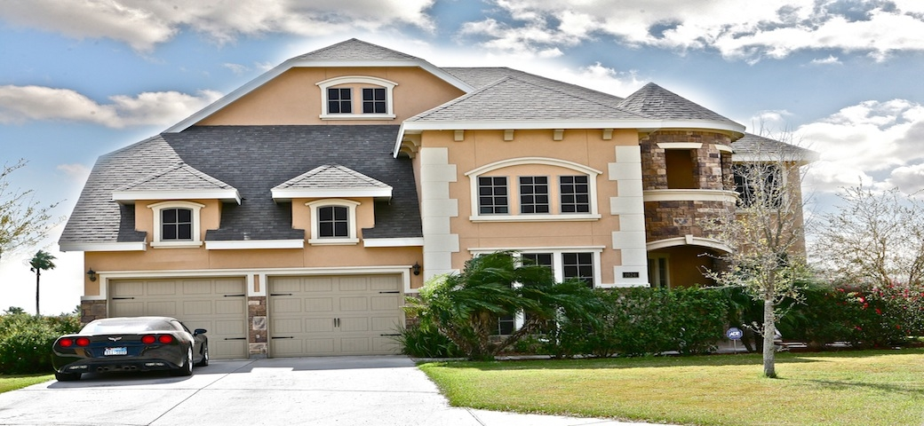 What Is the Difference Between a Brick and Stucco Exterior in A New